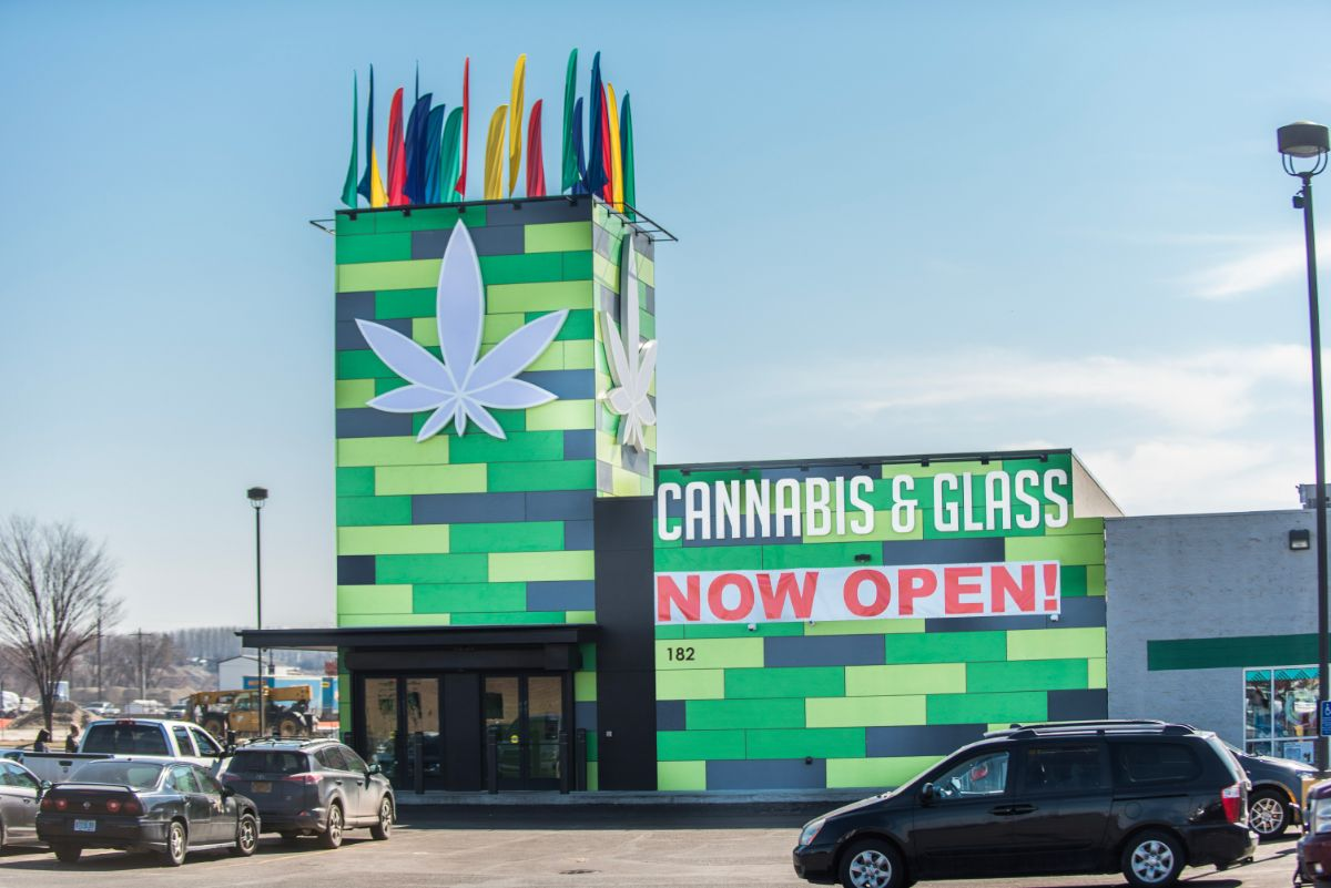 ontario cannabis and glass